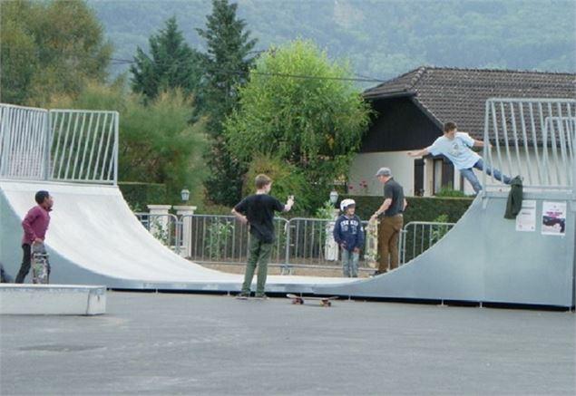 skate park sciez. Black Bedroom Furniture Sets. Home Design Ideas
