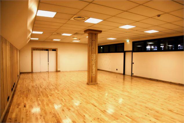 salle d 39 exposition n 1 meg ve. Black Bedroom Furniture Sets. Home Design Ideas