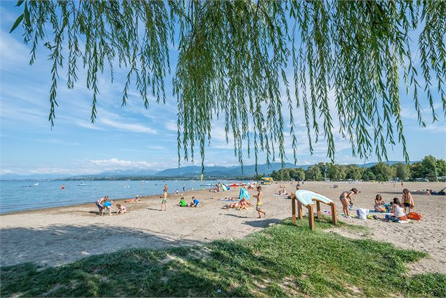 Plage de sable - Destination Léman - A. Berger