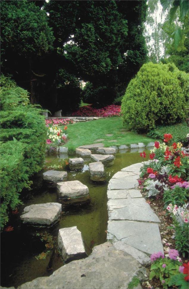 le jardin japonais vian les bains. Black Bedroom Furniture Sets. Home Design Ideas