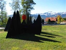 Sun and Mountains - A. Calder - OT Passy