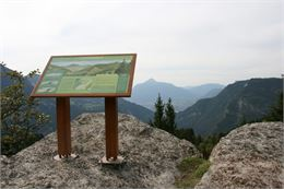 mont-favy-table