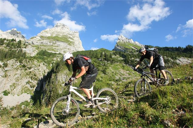 Circuit VTT enduro : le Grand tour du Grand-Bo - © Aravis